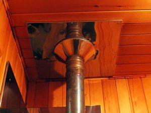 Как вывести трубу в бане: внешняя и внутренняя конструкция