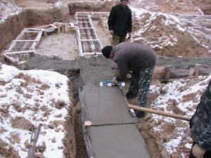 Можно ли заливать фундамент зимой. Как правильно залить фундамент зимой своими руками