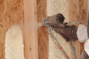Утепление деревянного дома пенополиуретаном – плюсы и минусы